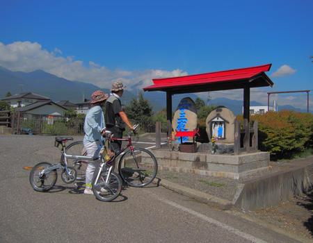 サイクリングで道祖神めぐり 写真